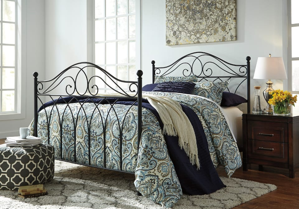 Nashburg Queen Bed