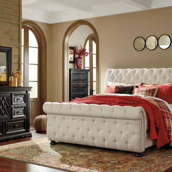 Furniture Overstock Warehouse: Willenburg King Upholstered Bed