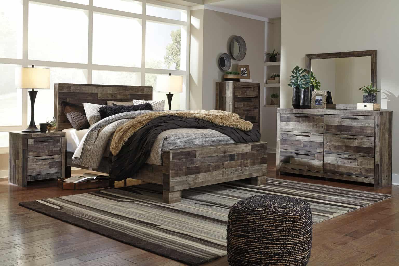 Derekson Multi Gray Queen Panel Bedroom Set Louisville