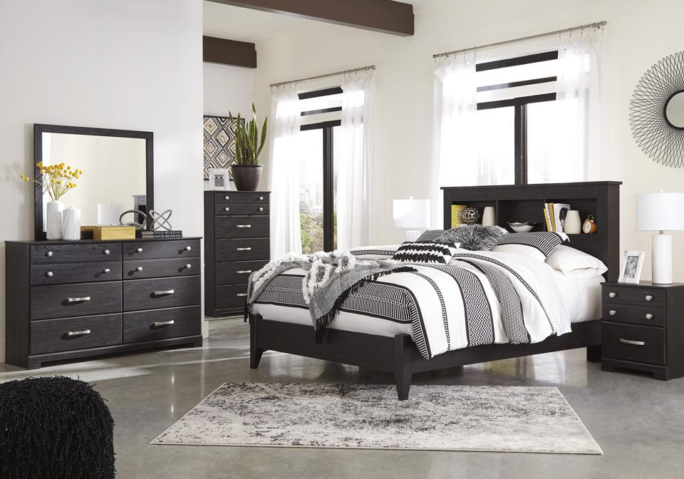 Reylow Dark Brown Queen Panel Bedroom Set