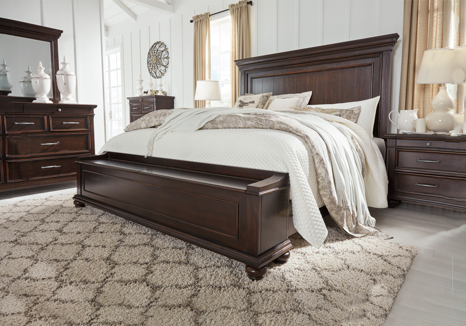 Brynhurst Dark Brown Queen Panel Storage Bedroom Set